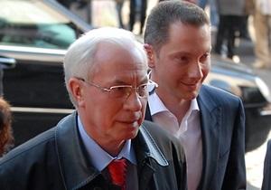 Азаров выведет министров на субботник