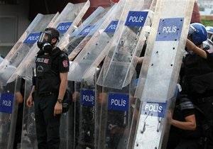 Новости Турции - протесты в Турции: В Стамбуле при разгоне демонстрации полиция задержала почти 60 человек
