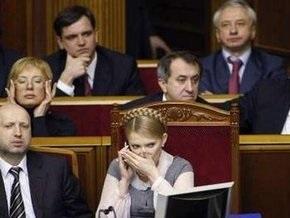 Тимошенко подозревает Януковича и Ющенко в сговоре, но выборов не допустит