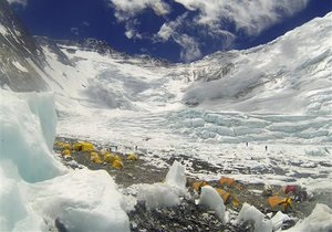 Толпы на Эвересте: самая высокогорная пробка в мире