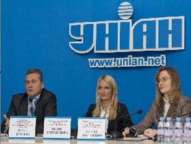 Лікарі занепокоєні тим, що кожне друге немовля в Україні наражається на ризик через неправильне вигодовування