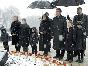 СП: Отказ Партии регионов почтить память жертв Голодомора ставит под сомнение ее будущее