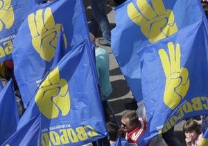 В центре Львова четверо мужчин дважды напали на агитпалатку Свободы