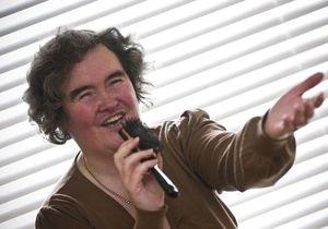 Сьюзан Бойл устроила концерт со шваброй в аэропорту Хитроу
