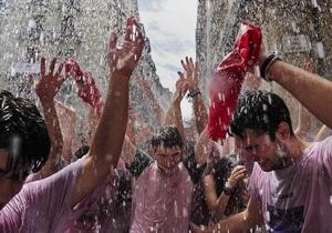 В Испании проходит знаменитый фестиваль Сан-Фермин