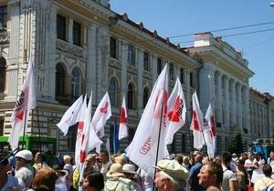 В Харькове собрались тысячи сторонников и противников Тимошенко
