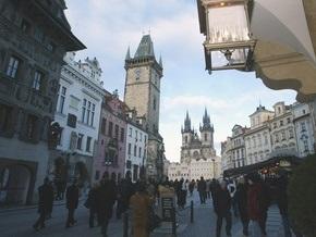 Потерявшим работу мигрантам Чехия выделит 500 евро и билет домой