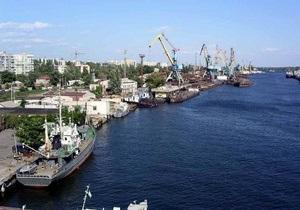 В Херсоне активисты Украинской морской партии в знак протеста перекрыли мост