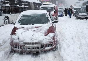 снег в киеве - пробки - ситуация на дорогах: Попов обещает, что работу транспорта в столице восстановят к вечеру