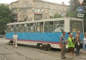 В центре Николаева сошел с рельсов трамвай