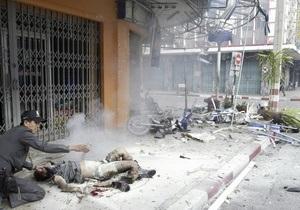 На юге Таиланда серия взрывов повергла город в хаос