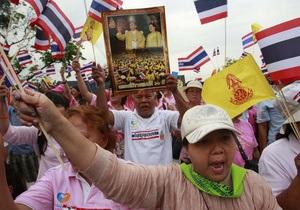 В Таиланде прошел митинг людей в розовых рубашках