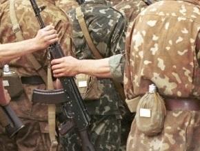 Двое украинских военных торговали оружием воинской части