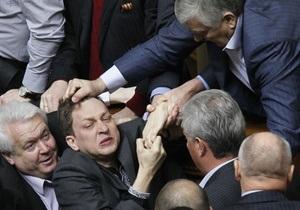 Оппозиция покинула Раду: Мы имеем дело с физическим уничтожением оппонентов