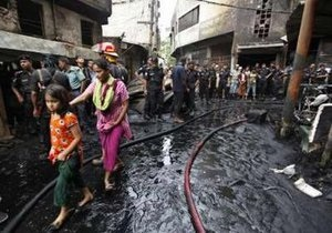 Число жертв пожара в Бангладеш превысило 100 человек