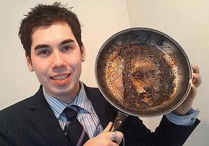 Британец узрел лик Христа на сковороде