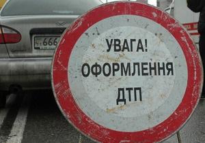 В Киеве неизвестный на Daewoo сбил семью на пешеходном переходе