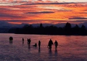 В Днепропетровске рыбаки провалились под лед: двое погибли
