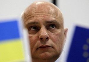 Муж Тимошенко обратился к мировому сообществу: Как может хрупкая женщина избить гориллу-тюремщика
