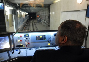 На зеленой ветке киевского метро сломался поезд
