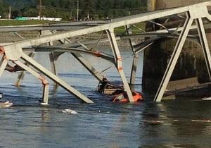 В штате Вашингтон обрушился мост с автомобилями
