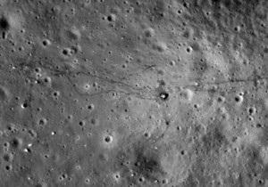 NASA сфотографировало человеческие следы на Луне