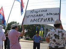 Ющенко в Донецке встречали под песню о зайчике из Playboy
