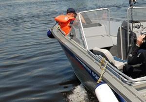 На Киевском водохранилище перевернулся катер с двумя рыбаками