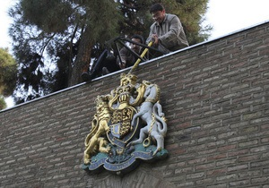 Великобритания высылает всех иранских дипломатов. Посольство в Тегеране прекратило работу