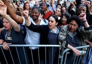 В Нью-Йорке перед началом суда над Стросс-Каном прошел митинг горничных