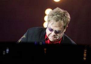 Элтон Джон появился на музыкальном фестивале в Марокко, несмотря на протесты исламистов