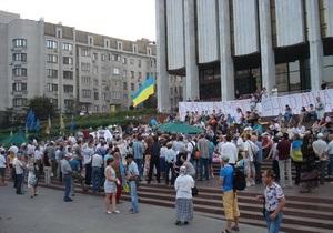 Активисты под Украинским домом сообщили об избиении одной из протестующих