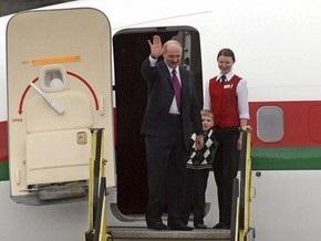 Лукашенко провел переговоры с президентом Армении с сыном Колей на руках