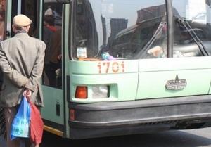 В Харькове троллейбус столкнулся с машинами: четверо пострадавших, у двоих - переломы
