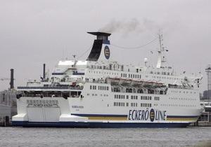 В Балтийском море паром с сотнями пассажиров на борту освобожден из ледяного плена