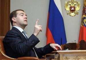 Медведев потребовал список чиновников, не успевающих выполнять его поручения