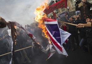 В Тегеране демонстранты ворвались в посольство Британии