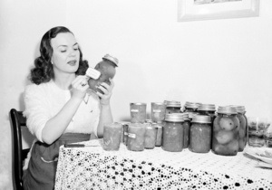 В Германии эксперты признали съедобными консервы, изготовленные 64 года назад