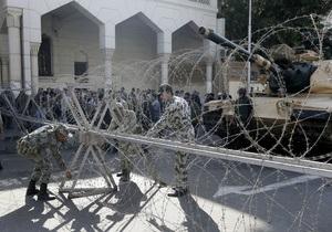 У президентского дворца в Египте за разгон протестующих взялась армия