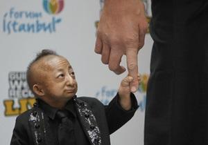 Фотогалерея: Его звали Пинпин. Умер самый маленький человек на планете