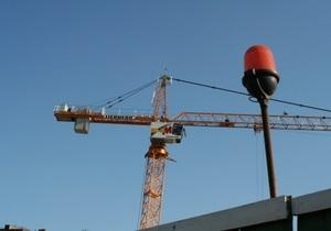 Юристы советуют киевлянину, на крышу чьего дома упал строительный кран, обращаться в суд
