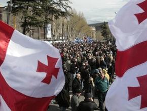 Грузинская оппозиция подключает регионы и будет митинговать до конца апреля