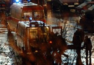 В Киеве внедорожник врезался в электроопору,  четыре человека госпитализированы