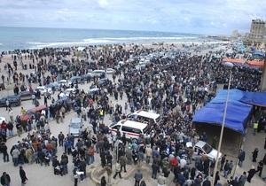 Жители ливийского Бенгази празднуют победу над режимом Каддафи