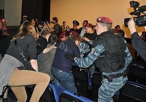 В Киеве пытались сорвать показ фильма Матч, задержаны около 20 националистов