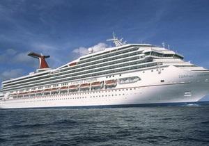 Круизный лайнер Carnival Triumph отбуксировали к берегу