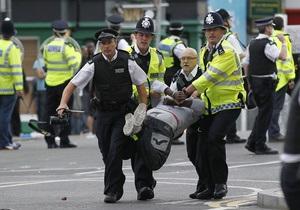 В Англии за сутки арестовали более 400 участников беспорядков