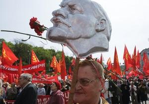 2,5 тысячи сторонников левых партий прошли в центре Киева со знаменем Победы