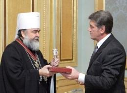 Ющенко поздравил предстоятеля УАПЦ с 60-летием