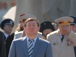 Луценко уволил двух милиционеров, которые избили и обокрали задержанного